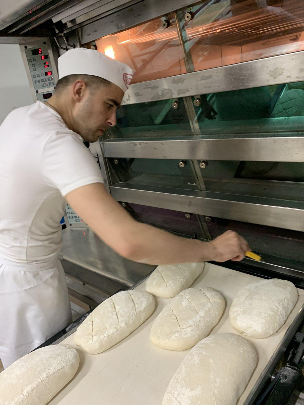 Руслан Короташ з Тального випікає хліб за італійською рецептурою та реалізує його під брендом «FORNO ITALIANO»