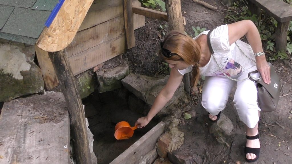 У Глибочку відкрили нове джерело та створили штучний тунель (Відео)