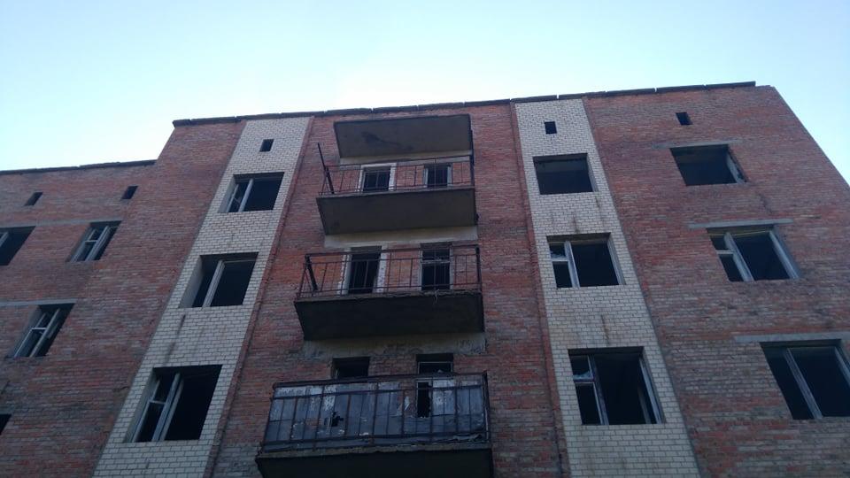 У Звенигородці дев'ятикласниця вижила після падіння з 5-го поверху