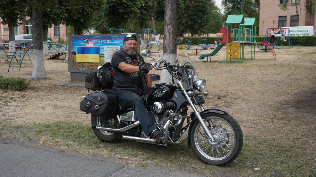 Байкер із Тальнівщини мріє їздити на мотоциклі до 102 років