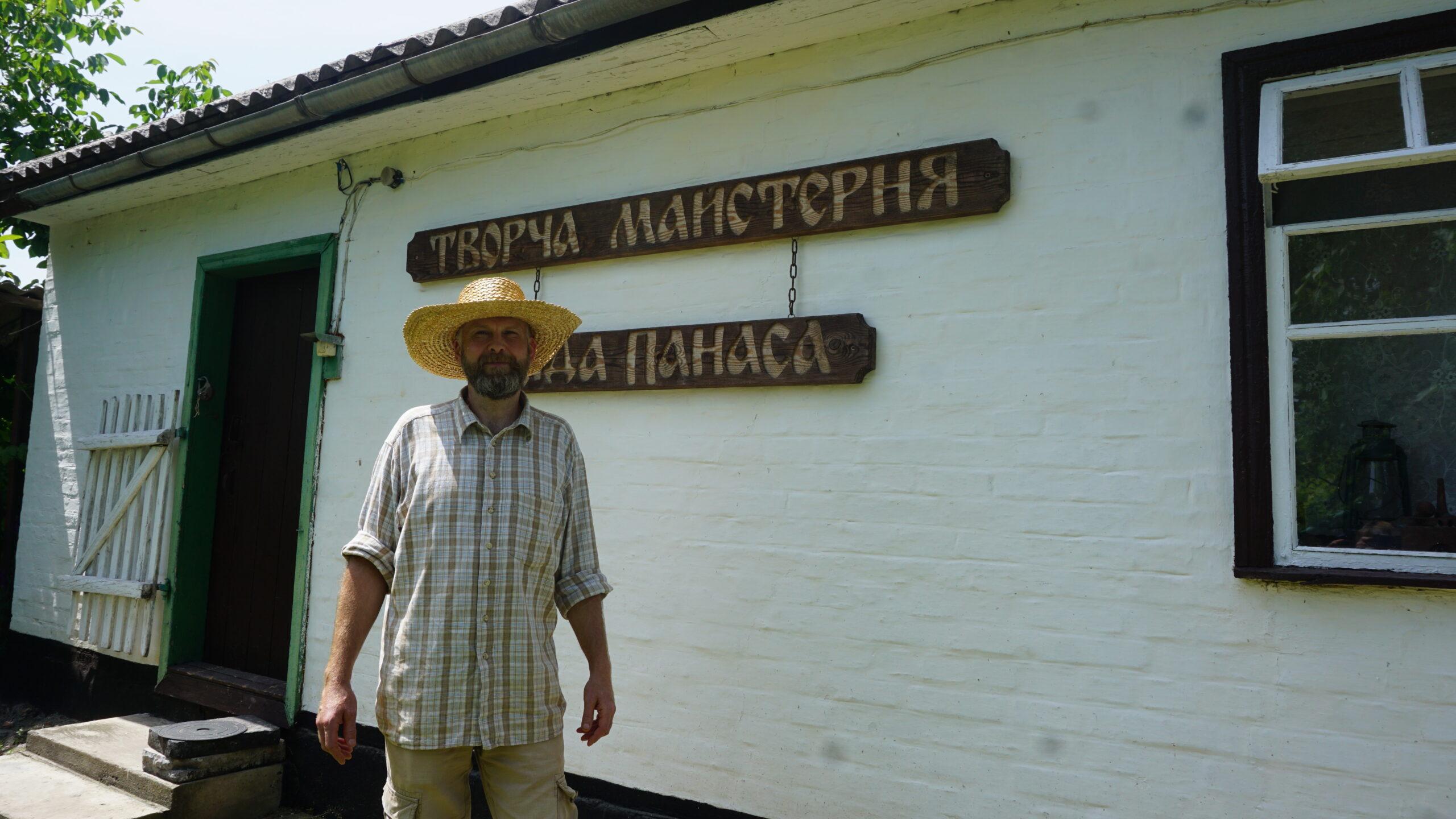 Не менш популярний від свого тезки: на Тальнівщині гончарить Дід Панас