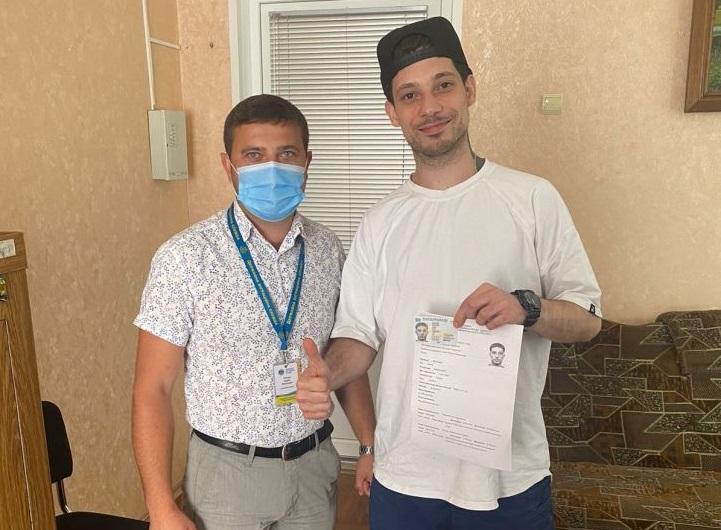 Черкащанин отримав перший паспорт у 28 років